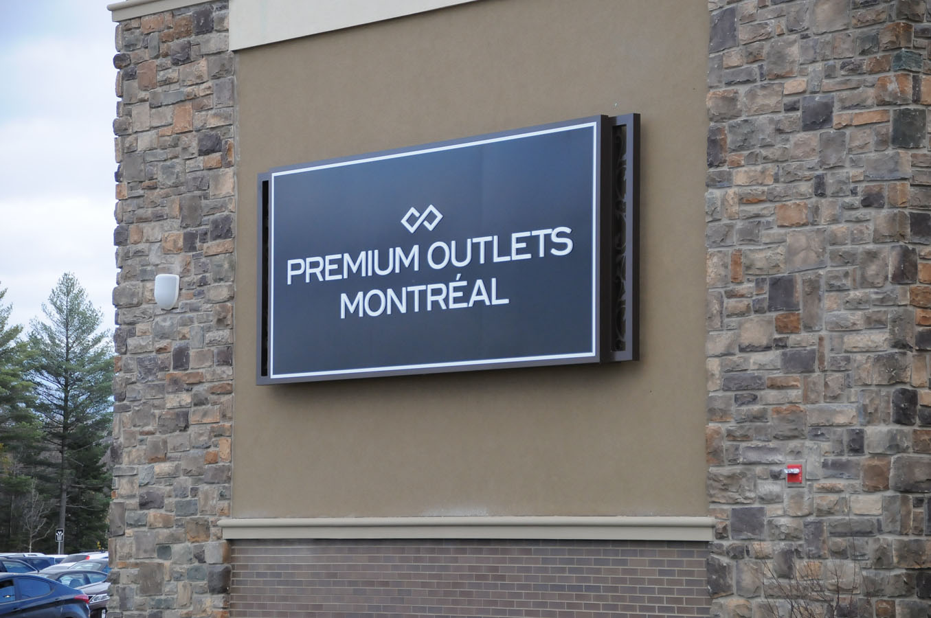 how to go to premium outlet montreal